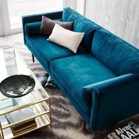 Декоративные подушки контрастной расцветки