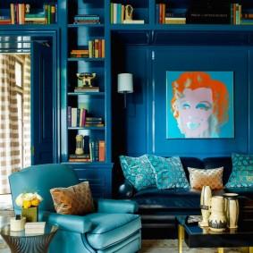 Синие стены в гостиной комнате