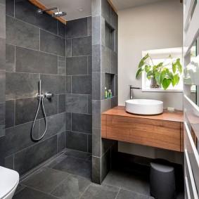 Серая керамика в интерьере ванной комнаты
