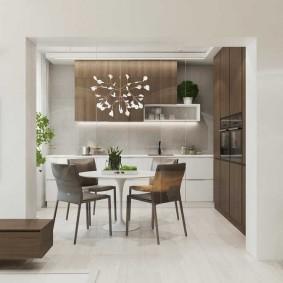 Дверной проем между кухней и гостиной