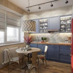 Обеденная зона в просторной кухне