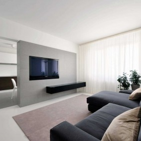 Белые шторы в зале стиля минимализма