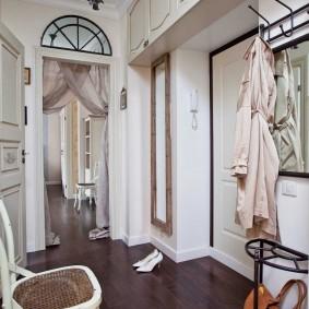 Встроенная мебель в прихожей квартиры