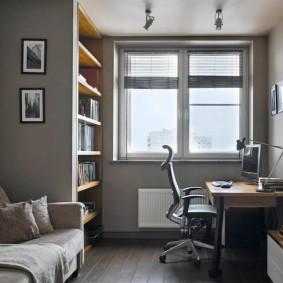 Рабочий стол в комнате подростка