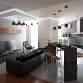 Черные светильники на белом потолке