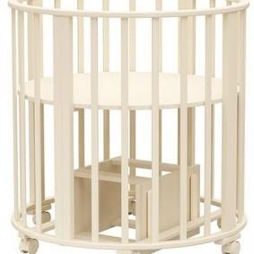 Пеленальный столик из кроватки для новорожденного