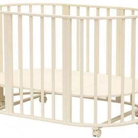 Вариант трансформации кроватки в манеж для ребенка