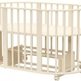 Овальная кроватка для самого маленького ребенка