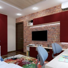Телевизор на кирпичной стене в детской комнате