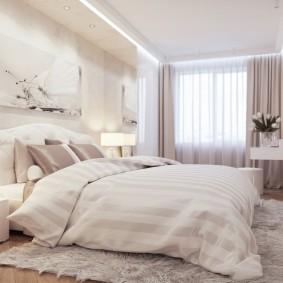 Теплое одеяло на большой кровати