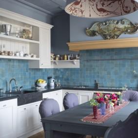 Керамический фартук в кухне панельного дома