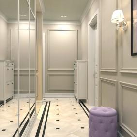 Длинный коридор со светлыми стенами