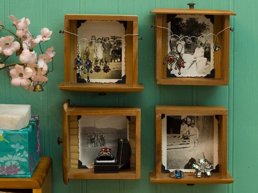 Черно-белые фотографии в старых ящиках