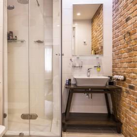 Кирпичная кладка в ванной комнате