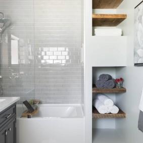 Деревянные полочки для банных полотенец
