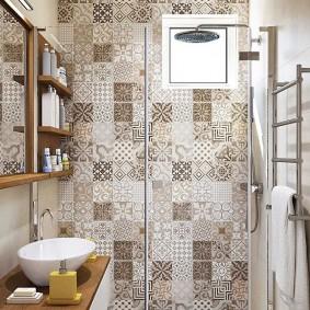 Отделка ванной комнаты плиткой в стиле пэчворк