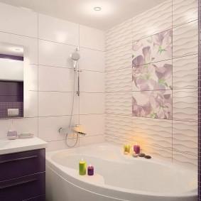 Ароматические свечи на бортике акриловой ванны