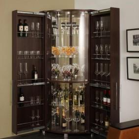 Барный шкаф с полками для винных бутылок