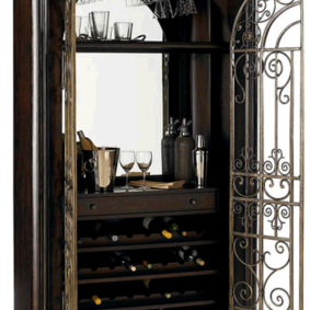 деревянный шкаф с кованными дверцами