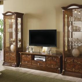 Элементы резьбы на деревянной мебели
