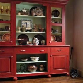 Шкаф для посуды в гостиную деревенского стиля