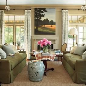 Дизайн гостиной комнаты с двумя диванами