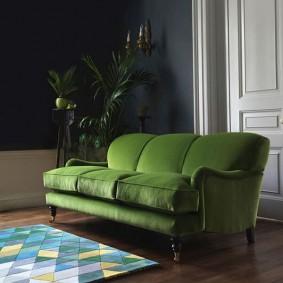 Раскладной диван с мягкими подлокотниками