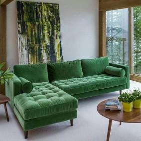 Угловой диван на деревянных ножках