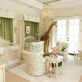 Балдахины с ламбрекенами на детских кроватях