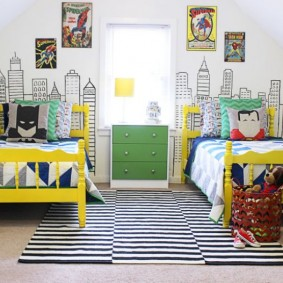 Желтые спинки детских кроваток