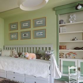 Модульные картины в детской спальне