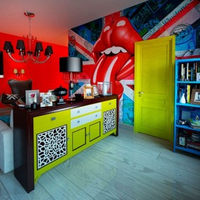 Яркий интерьер комнаты в стиле поп арт