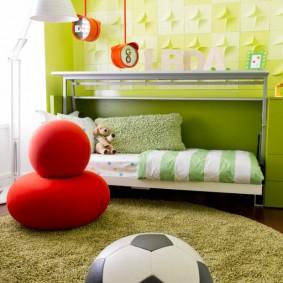 Футбольный мяч на ковре в детской