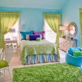 Голубые стены в спальне девочки