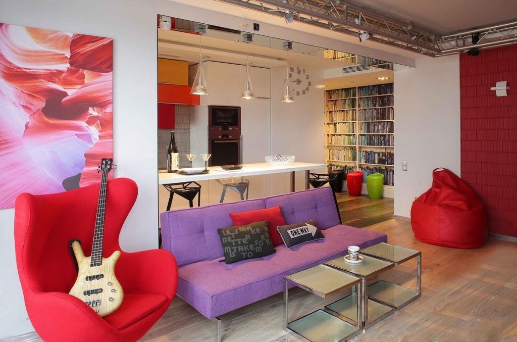 яркая мебель в квартире стиля фьюжн