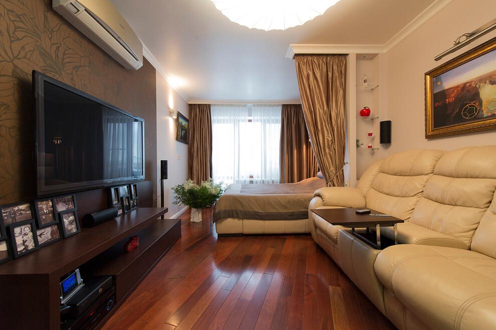 Спальня-гостиная в большой комнате дома серии п44т
