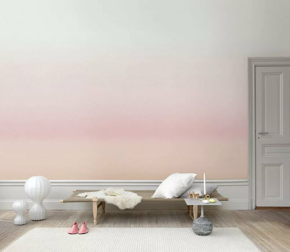 Окраска стен гостиной комнаты с переходом цвета