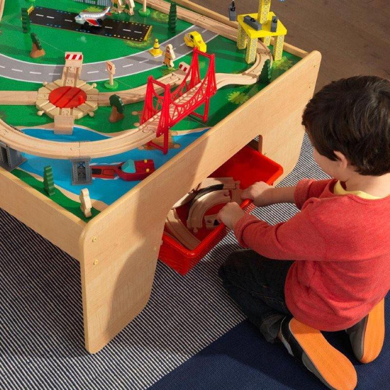 Игровой столик с отсеком для хранения игрушек