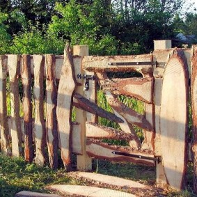 как сделать забор из горбыля дизайн