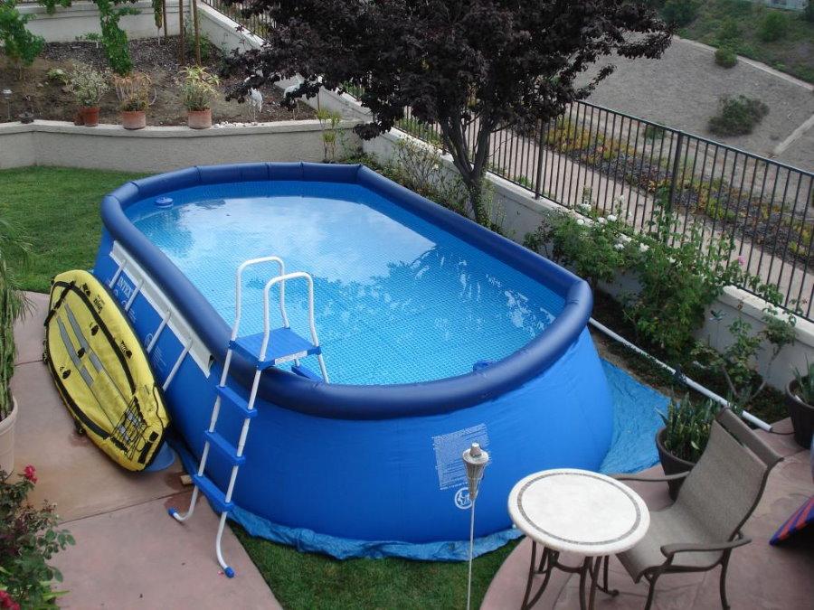Вместительный бассейн каркасно-надувного типа