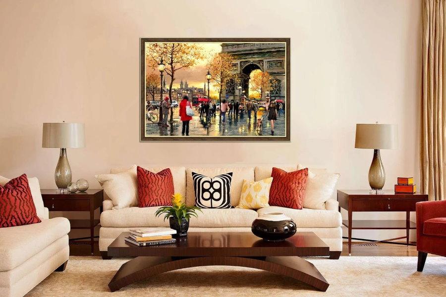 Картина с современной живописью на акцентной стене зала