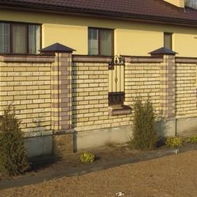 кирпичный забор фото декор