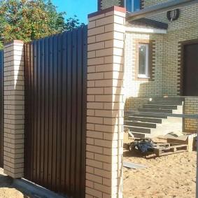 кирпичный забор фото декора