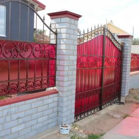 кирпичный забор фото оформление
