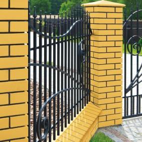 кирпичный забор варианты фото