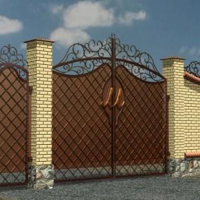 кирпичный забор виды декора