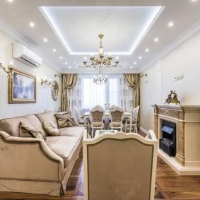 классический натяжной потолок в зале