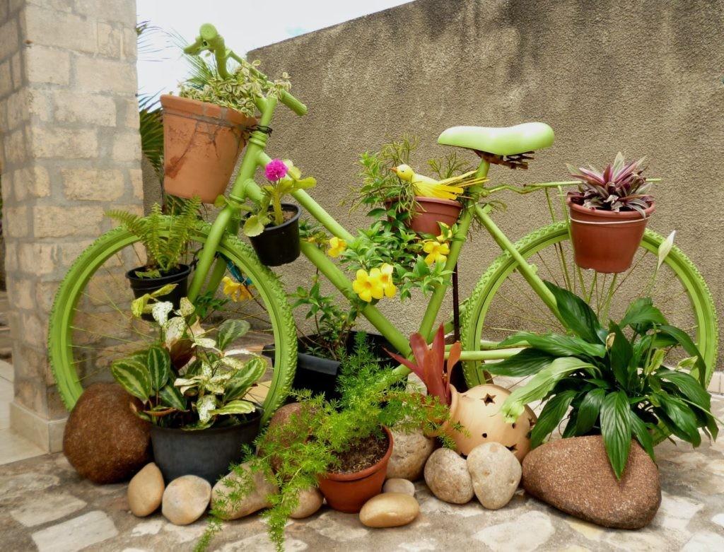 Садовая клумба из дедушкиного велосипеда