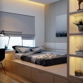 Кровать мальчика на подиуме с выдвижными ящиками