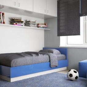 Футбольный мяч в комнате школьника